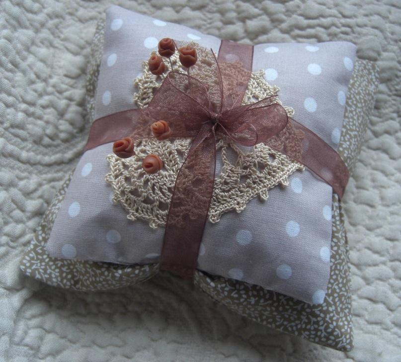 http://auboutdesdoigts.free.fr/crochet/coussin_50ansa.JPG